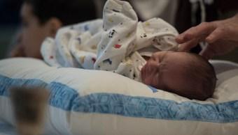 Foto: Ceremonia para realizarle la circuncisión a un bebé, 24 marzo 2019