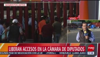 Foto: CNTE permite salida de personas retenidas en San Lázaro