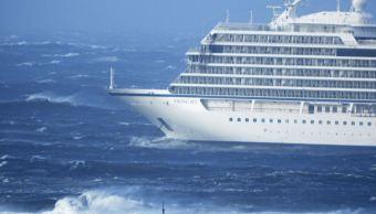 Foto: El crucero 'Viking Sky' presentó problemas en sus motores cuando navegaba junto a la costa de Hustadvika, en Noruega, 23 marzo 2019