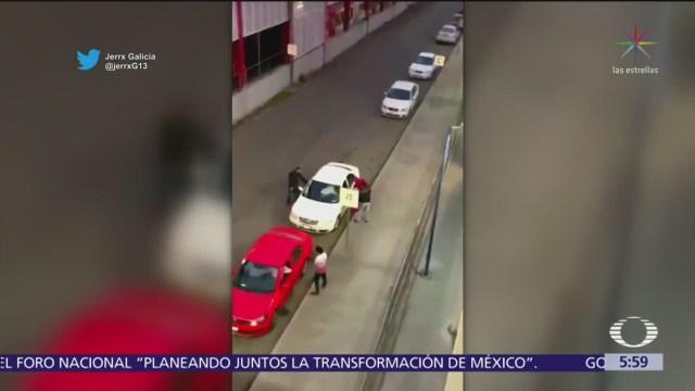 FOTO: Delincuentes roban automóvil mientras circulaba en Tultitlán, Edomex, 18 marzo 2019