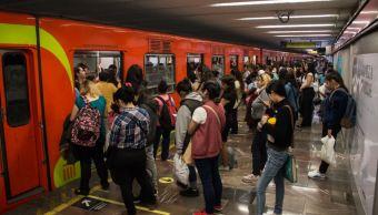 Desalojo de trenes y retrasos en líneas del metro