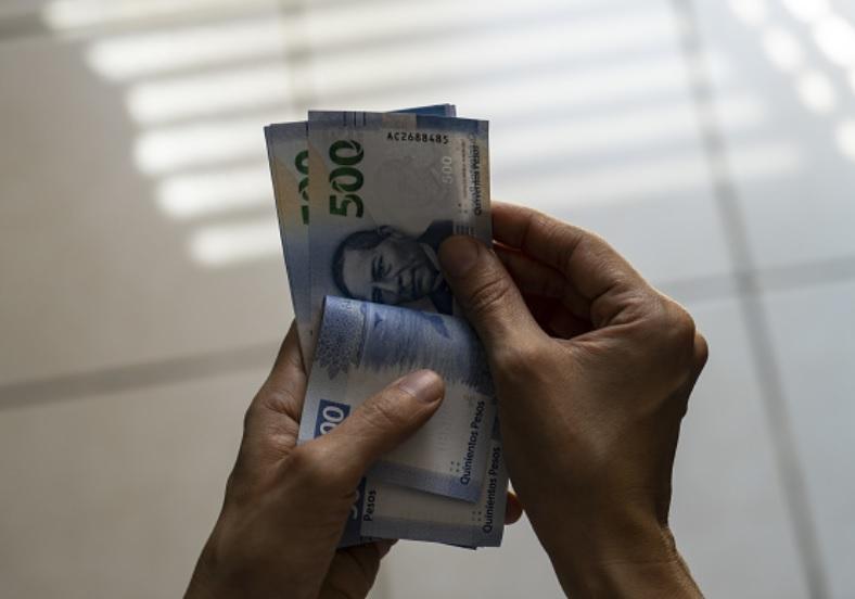Foto: El dólar libre retrocede seis centavos en relación con el cierre previo, al venderse en un precio máximo de 19.60 pesos, marzo 13 de 2019 (Getty Images)