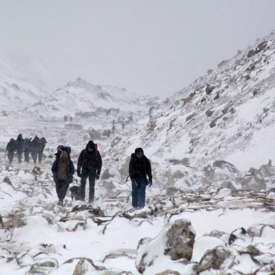 Cadáveres en el Everest quedan expuestos por el derretimiento de glaciares