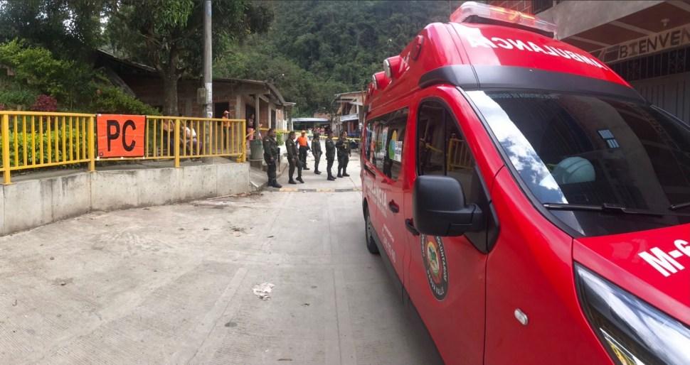 Foto: equipos de emergencia atienden explosión en zona rural de Dagua, Colombia, 21 de marzo 2019. Twitter @BomberosDagua