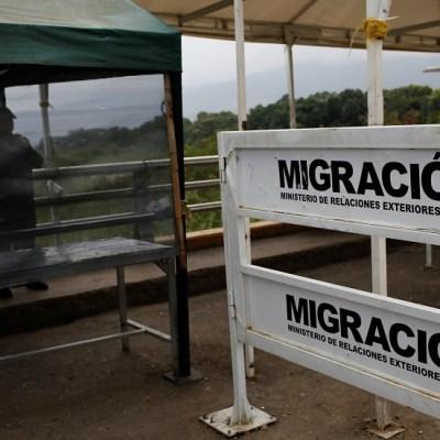 Colombia amplía por dos años vigencia de pasaportes venezolanos vencidos