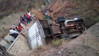 Foto: Un camión se volcó a la altura de río Bombaná, en Chiapas, México, en donde al menos 23 migrantes centroamericanos murieron, el 7 de marzo del 2019