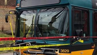 Foto: Una persona disparó contra un autobús del trasporte público en Sand Point Way, en Seattle, Estados Unidos. El 27 de marzo de 2019