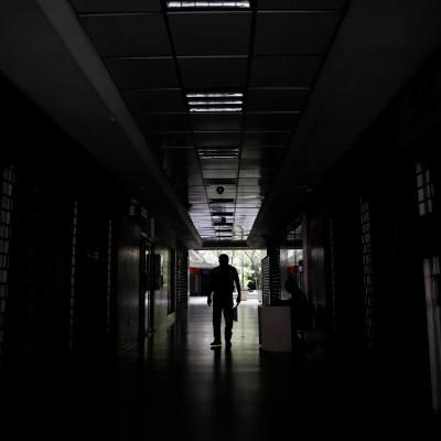 Venezuela extiende suspensión de actividades por apagón