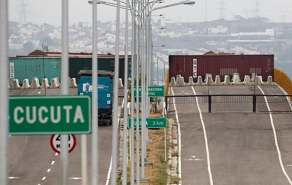 Foto: Autoridades venezolanas refuerzan seguridad en el Puente Tienditas en la frontera con Cúcuta, Colombia. El 23 de febrero de 2019