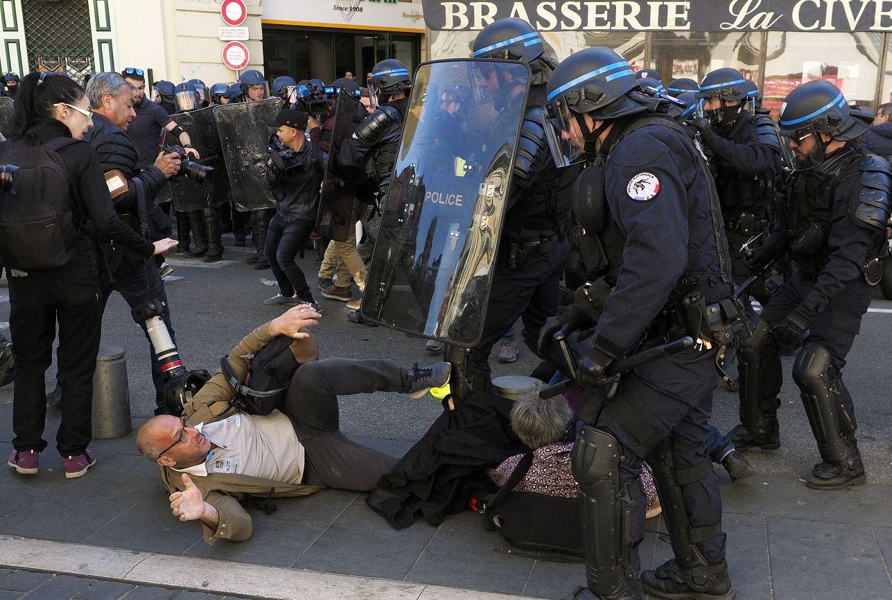 """Foto:Incidentes entre """"chalecos amarillos"""" y la policía en Francia, 23 marzo 2019"""