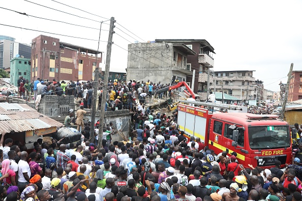 suman 20 muertos por derrumbe de escuela en nigeria