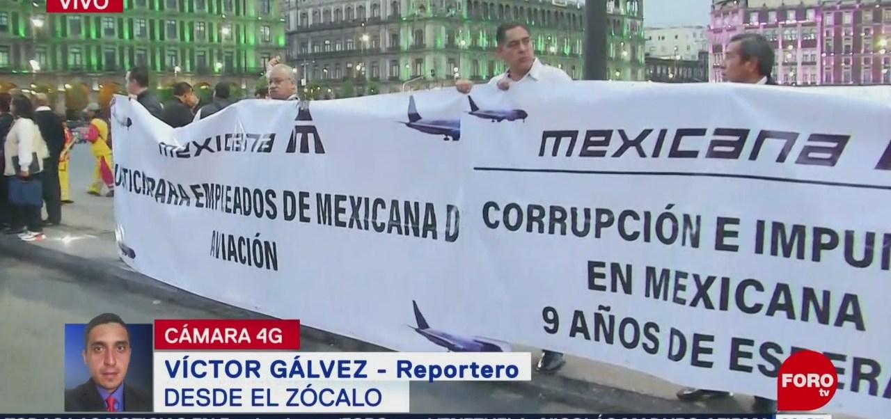 Grupos de manifestantes protestan frente a Palacio Nacional