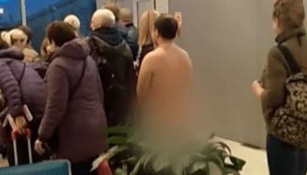 Detienen Hombre Intentaba Abordar Avión Desnudo, Hombre Intenta Abordar Avión Mientras Está Desnudo, Video, Intenta Abordar Avión Desnudo, Aeropuerto, Moscu