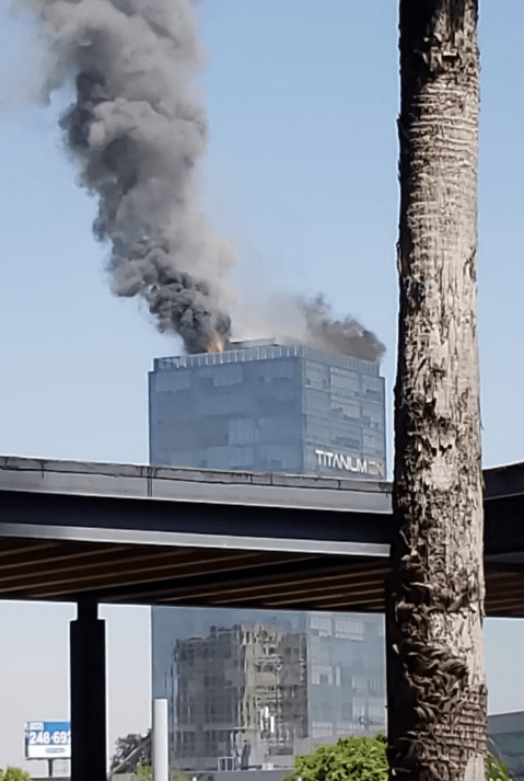 FOTO Incendio afecta Torre Titanium de Puebla Twitter Juan Carlos Valerio 12 marzo 2019