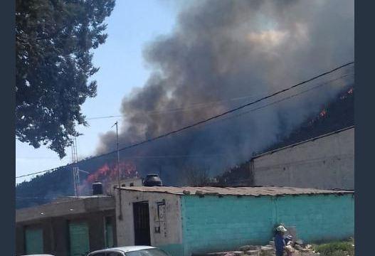 combaten cuatro incendios forestales en puebla