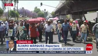 Integrantes del SME marchan hacia la Cámara de Diputados