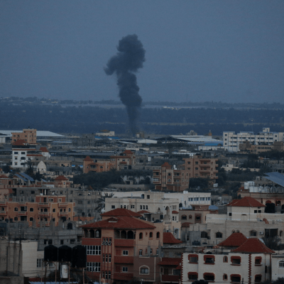 Israel bombardea Gaza en respuesta a cohete sobre vivienda