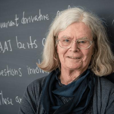 Karen Uhlenbeck, primera mujer en ganar premio Abel de matemáticas