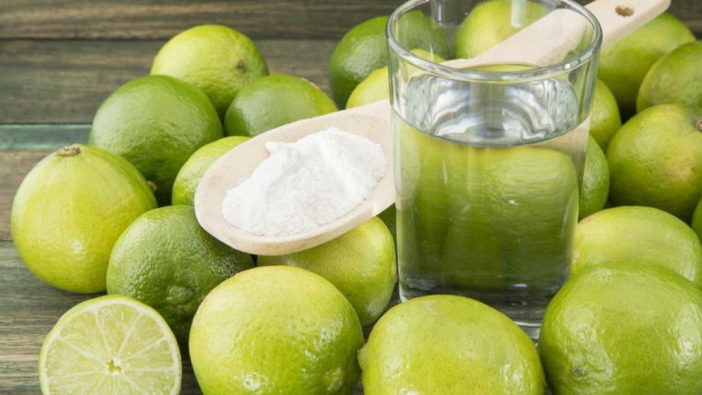 Limon con agua en ayunas para adelgazar