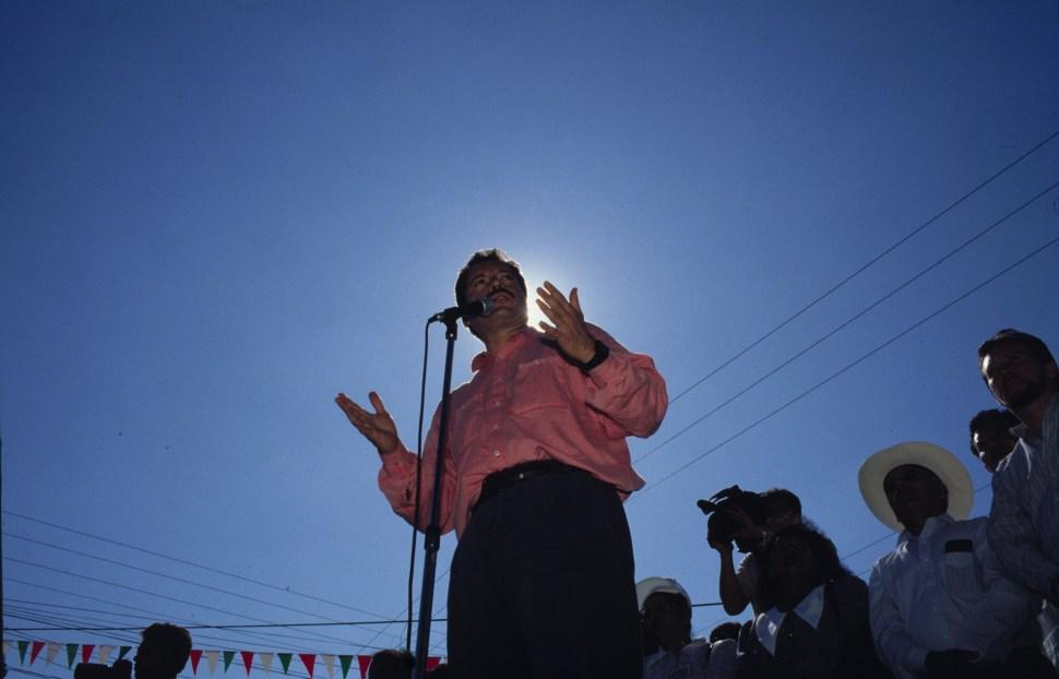 Luis Donaldo Colosio da un discurso durante un acto proselitista (Cuartoscuro:Archivo)