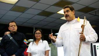 Foto: El presidente de Venezuela, Nicolás Maduro, habla durante una visita a un sistema de generación hidroeléctrica en el río Caroni, el 16 de marzo de 2019 (Reuters)