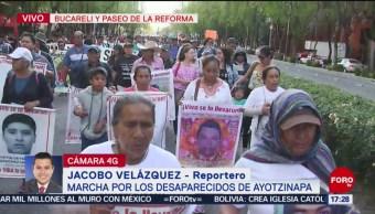 Foto: Marchan por desaparecidos de Ayotzinapa en Paseo de la Reforma