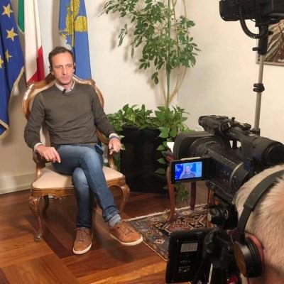 Hospitalizan por varicela a político italiano antivacunas