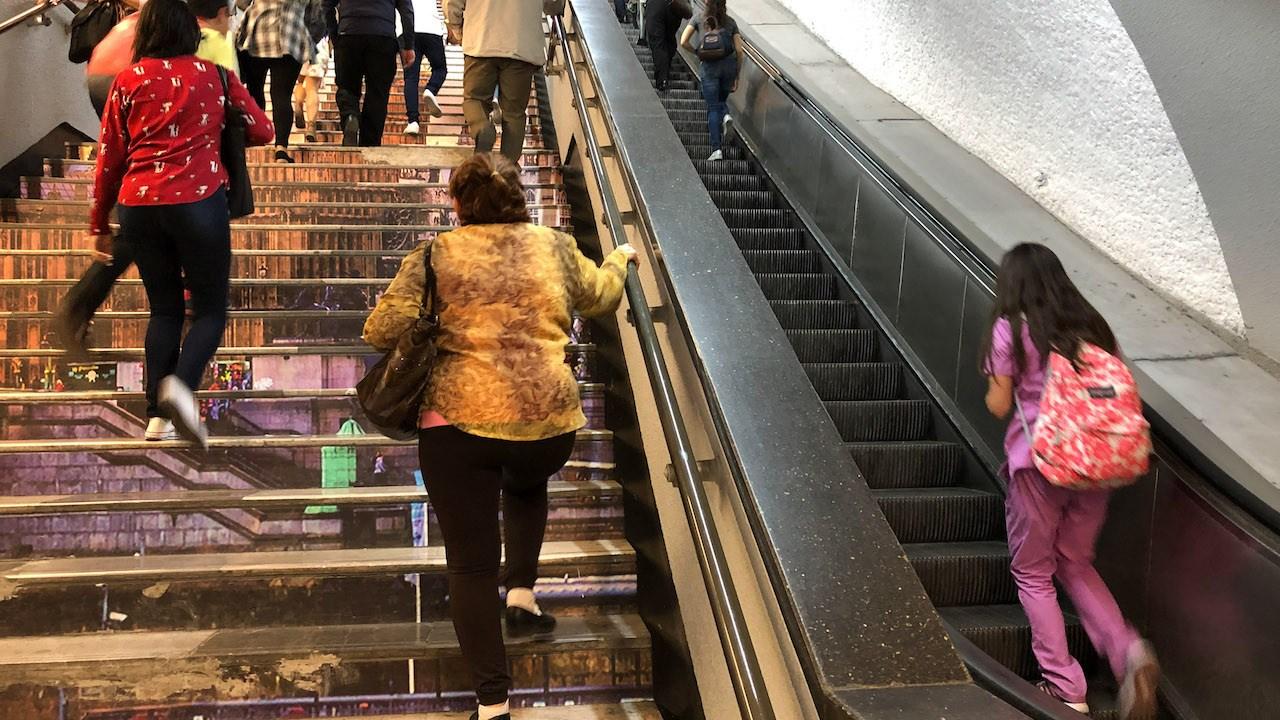 Metro-CDMX-escaleras-electricas-estaciones-corrupcion
