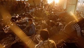 Foto: Cientos de migrantes que buscan asilo se encuentran en un área de transición temporal en El Paso, Texas, marzo 30 de 2019 (Imagen: Los Angeles Times)