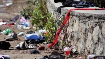 Foto: La ropa y los artículos dispersos en el sitio donde un camión de carga salió de una carretera y dio la vuelta, matando al menos a 25 migrantes de América Central, marzo 10 de 2019 (Reuters)