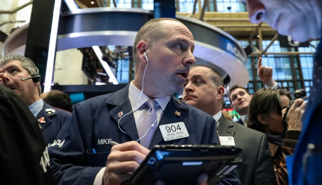 Foto: Comerciantes trabajan en el piso en el puesto donde se cotiza Boeing en la Bolsa de Nueva York, marzo 11 de 2019 (Reuters)