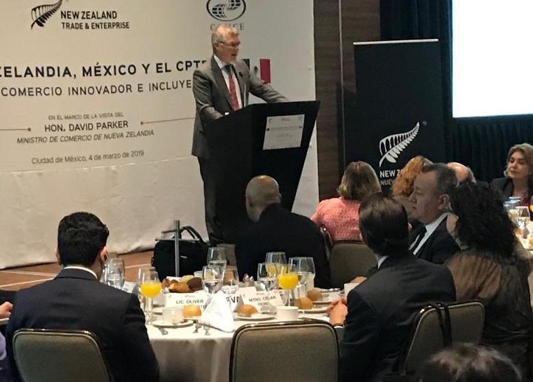 Foto: El ministro de Comercio de Nueva Zelanda, David Parker, en el marco de la CPTPP en un evento de desayuno en la CDMX, marzo 4 de 2019 (Twitter: @VernonSmall)