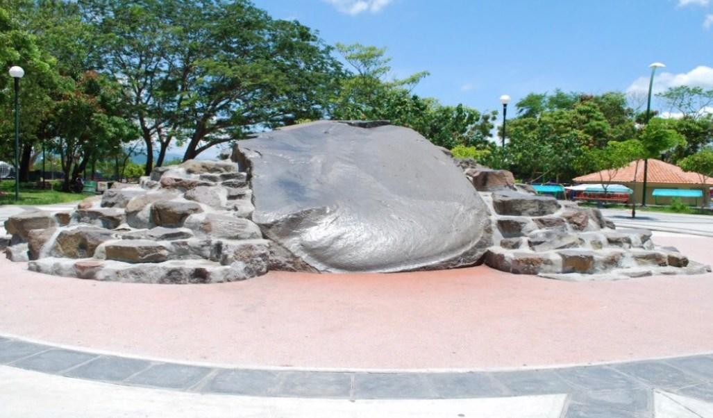La Piedra Lisa de Colima, mitos y leyendas