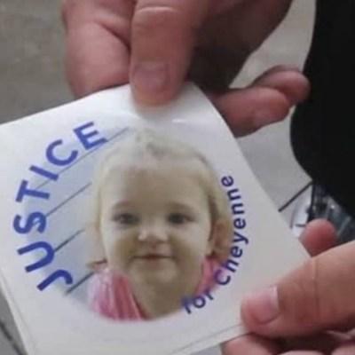 Condenan a policía que abandonó a su hija encerrada en una patrulla