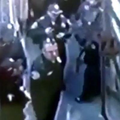 Policías golpean a mujer en calles de Tepito, CDMX