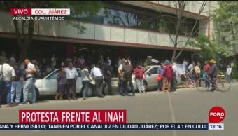 Foto: Protesta frente al edificio del INAH