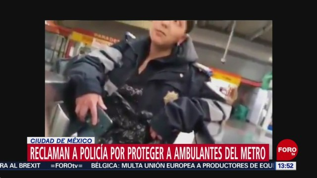 Foto: Reclaman a policía por proteger a vendedores ambulantes