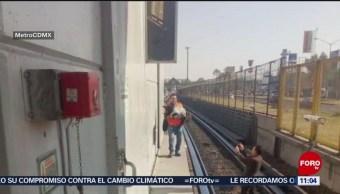 Rescatan a perro en vías del Metro de CDMX