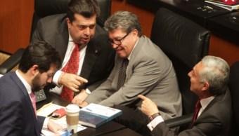 Foto: El coordinador de los senadores de Morena, Ricardo Monreal, Ciudad de México, marzo 1 de 2019 (centro) (Notimex/Archivo)