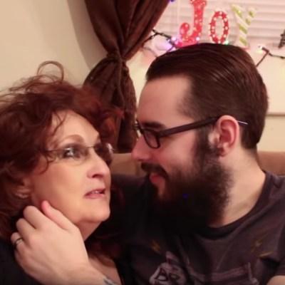 Cuando se casaron ella tenía 72 y él 19, y ahora son estrellas de YouTube