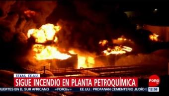 Sigue el incendio en una planta petroquímica de Texas