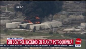 FOTO: Sin control incendio en planta petroquímica de EU, 18 marzo 2019