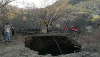Foto: Se abre un enorme socavón en el municipio de Coyuca de Catalán, en Guerrero, 2 marzo 2019