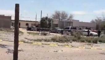 Foto: Los cuerpos de las víctimas, entre ellas dos mujeres, quedaron a un costado de un vehículo que tenía el estéreo encendido, el 24 de marzo de 2019 (Noticieros Televisa)