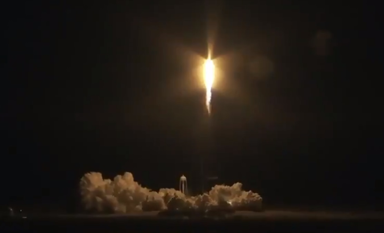 SpaceX lanza con éxito su primera cápsula diseñada para tripulación rumbo a la Estación Espacial Internacional