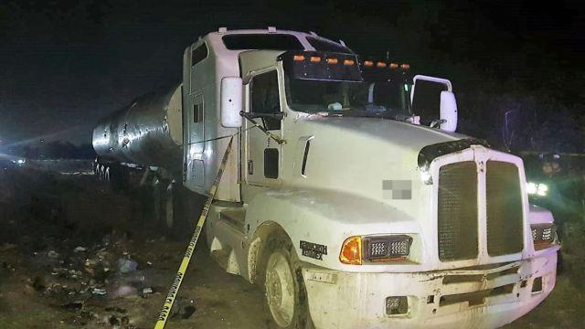 Foto: El vehículo, la pipa y el hidrocarburo fueron puestos a disposición de la Fiscalía General de la República (FGR), el 9 de marzo de 2019 (SSCE Tamaulipas)