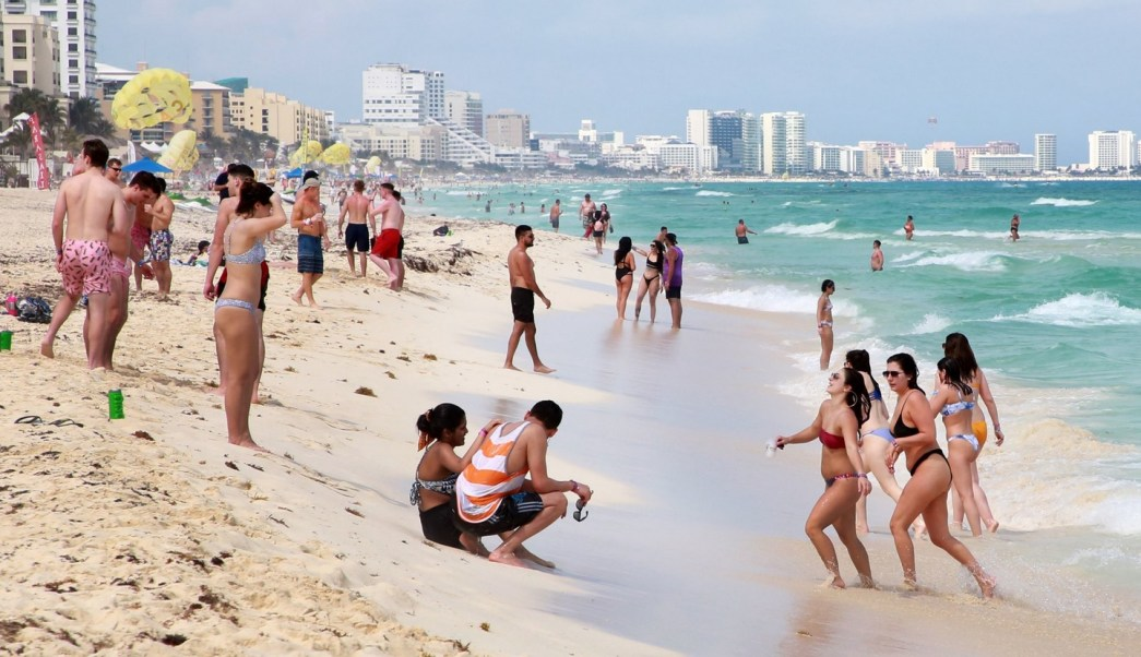 Foto: Turistas en playas de Cancún, Quintana Roo, 19 de marzo 2019. Twitter @AytoCancun