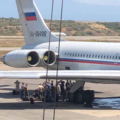 Aviones militares rusos aterrizan en el principal aeropuerto de Venezuela
