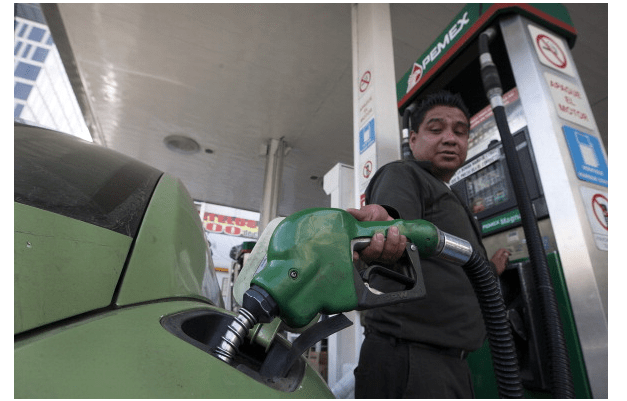 Foto: Venta de gasolina en México, 8 de enero de 2013, Ciudad de México, México