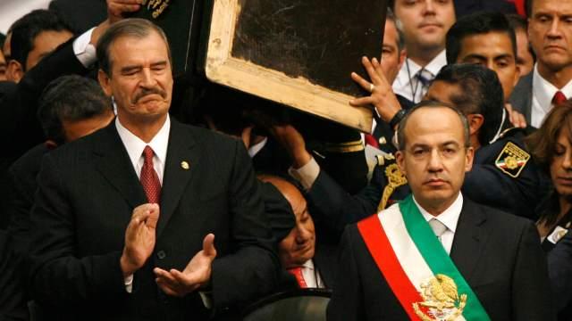FOTO AMLO pospone consulta para enjuiciar a expresidentes; en la imagen Vicente Fox junto a Felipe Calderón (AP cdmx 1 diciembre 2006